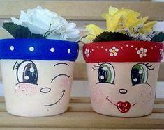 Best 12 no tutorial just a picture link is broken – SkillOfKing. Flower Pot Art, Flower Pot Design, Clay Flower Pots, Flower Pot Crafts, Clay Pots, Clay Pot Projects, Clay Pot Crafts, Crafts To Do, Crafts For Kids