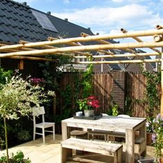 Discover the best bamboo pergola kits. Buy your Bamboo Pergola Moso 3 x 4 m at Bamboo Import Europe. Pergola Ideas For Patio, Deck With Pergola, Covered Pergola, Backyard Pergola, Patio Roof, Pergola Kits, Black Pergola, Cheap Pergola, Outdoor Pergola