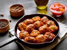 Spanske kjøttboller Healthy Meatballs, Chicken Meatballs, Carne Picada, Albondigas, Ground Chicken, Nutritional Yeast, Healthy Chicken, Couscous, Spinach