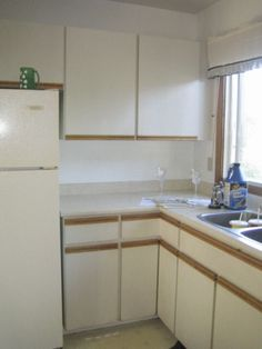 Kitchen Before photo (2009).