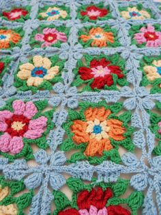 crochet - Love This. Must make next. I am a Crochet Flower Lover, and these are Great for Scrap Yarn (I have lots).