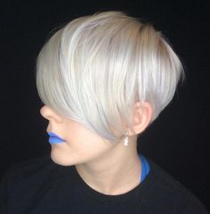 Shaggy White Blonde Bob Snow-white blonde hair is a great way to rock a shaggy bob. Slice the layers to achieve a more voluminous look. Lots of layers will also help disguise the problem of volumeless fine hair. Box Braids Hairstyles, Pixie Hairstyles, Pixie Haircut, Short Hairstyles For Women, Cool Hairstyles, Hairdos, Very Short Hair, Short Hair Cuts, Short Pixie