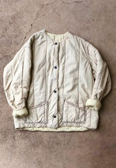 Astonishing hawaiian quilts - read up on our brief article for a whole lot more inspiring ideas! Vintage Outfits, Vintage Quilts, Quilted Jacket, Outerwear Women, Kind Mode, Personal Style, Bomber Jacket, Women Wear, Textiles