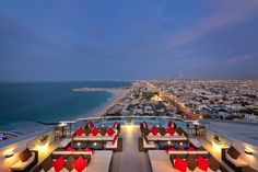 From the dizzy heights of the Burj Khalifa to the more down-to-earth rooftops of the city's beach resorts, these are the best rooftop lounges in Dubai. Dubai Hotel, Jumeirah Beach Hotel Dubai, In Dubai, Visit Dubai, Beach Hotels, Hotels And Resorts, Dubai Uae, Beach Resorts, Rooftop Design