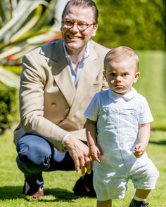 Prince Daniel with little Prince Oscar at the Victoria Days, July 2017