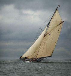 wave-sails:Mariquita, a classic restoration