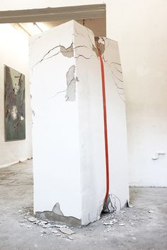 Erika Hock, (UN)WALL /// Gebeugt, Erika Hock's installation shows a force developing enough energy to break down a wall little by little. Modern Sculpture, Sculpture Art, Sculpture Ideas, Installation Art, Art Installations, Environmental Art, Display Design, Paradox, Contemporary Art