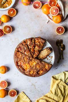 Super saftiger italienischer Orangen-Polenta-Kuchen mit ganzen Orangen. Perfekt zum Frühstück oder als Nachtisch. Das Rezept ist schnell und einfach zubereitet.