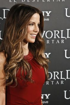 Kate Beckinsale her hair color Dark Brown To Light Brown Ombre, Kate Beckinsale Hair, Kate Hudson, Beautiful Actresses, Pretty Hairstyles, Her Hair, Hair Makeup, Hair Beauty, Hollywood