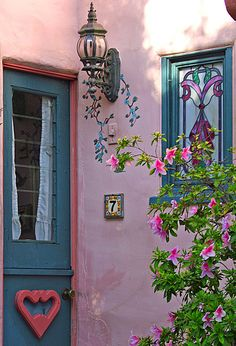 ₪portas - Home in pink entrance and blue accent door. Old Cottage, Cottage Style, Cottage Door, Cottage Exterior, Cottage Living, Fairytale Cottage, Carmel By The Sea, Deco Boheme, Colorful Roses
