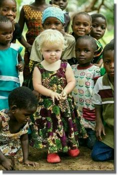 How adorable are these children Precious Children, Beautiful Children, Beautiful Babies, Beautiful World, Beautiful People, Kids Around The World, People Of The World, Image Emotion, Little People