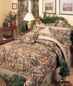 SouthernSistersDesigns - Realtree Max4 Camo Comforter Bed Set, $118.95 (http://www.southernsistersdesigns.com/products/Realtree-Max-4-Camouflage-Comforter-Set.html)