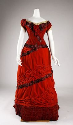 Red Silk Cotton Velvet Ball Gown -- Circa 1875 -- British -- Metropolitan Museum of Art Costume Institute 1870s Fashion, Edwardian Fashion, Vintage Fashion, Vintage Gowns, Vintage Outfits, Vintage Clothing, Dress Vintage, Retro Mode, 19th Century Fashion