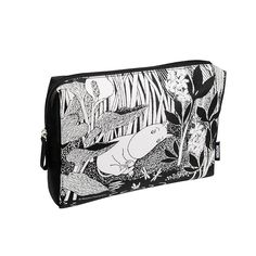 Beautiful black and white make up pouch, perfect for your day to day cosmetics. Delightful illustration with Moomintroll dreaming. Made by Cailap, size 24 x 5 x 16,5 cm.Kaunis mustavalkoinen meikkipussi, täydellinen päivittäisessä käytössä oleville kosmetiikka tuotteille. Ihana Muumipeikko unelmoi kuvitus. Cailapin valmistama, koko 24 x 5 x 16,5 cm, vuori on yksivärinen.Vacker svartvit necessär, perfekt för kosmetika produkter som är i dagligt bruk. Förtjusande Mumintrollet drömmer…