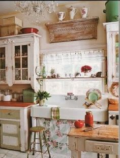 Shabby Chic Kitchen - I'm looking for ideas for finishing touches on my tiny Texas romantic cottage! Love this look.