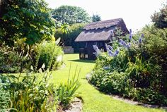 Little Orchard Cottage is a wonderful setting for your family holiday in Ireland. With perfect garden and sea views. Luxury Holiday Cottages, Luxury Cottages, Ireland Holiday, Seaside Garden, Luxury Holidays, Beach Cottages, Outdoor Gardens, Cool Pictures, Vacation