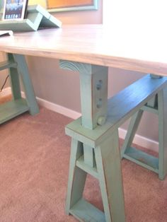 10 Simple and Crazy Ideas: Wood Working Shed Crafts woodworking bed cabin. Saw Horse Table, Saw Horse Diy, Saw Horses, Standing Desk Diy Adjustable, Diy Standing Desk, Beginner Woodworking Projects, Woodworking Bed, Small Wood Projects, Wood Working For Beginners