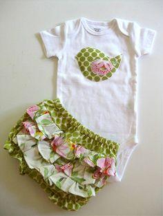 Triple ruffled bloomers with birdie onesie/shirt by Muchilunga, kid boy Baby kid girl Sewing For Kids, Baby Sewing, My Baby Girl, Baby Love, Baby Baby, Couture Bb, Ruffle Bloomers, Baby Dress, Onesies