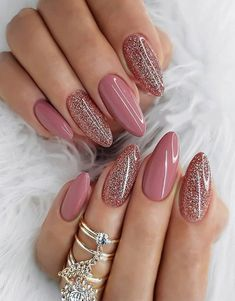 The trend of almond shape nails has been increasing in recent years. Many women who love nails like almond nail art designs. Almond shape nails are suitable for all colors and patterns. Almond nails can be designed to be very luxurious and fashionabl Mauve Nails, Pink Nails, Gel Nails, White Nails, Gradient Nails, Rainbow Nails, Nail Nail, Trendy Nail Art, Stylish Nails