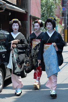 芸妓さんと舞妓さんのブログ (Hassaku 2015: the Tsurui sisters - Sayaka, Satsuki...)