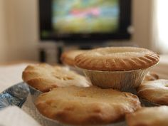 England Mince pies have been a British Christmas tradition since as far back as the century. While some Brits still cook them with minced meat, these days, they're often made up of spiced fruits and sugar for a sweet dish. Uk Recipes, Entree Recipes, Sweet Recipes, Holiday Recipes, Christmas Recipes, British Christmas Traditions, English Food, English Recipes, Wedding Sweets