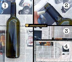 Upcycling Idee:  Weinflasche   alte Stoffservietten = Blumenvase