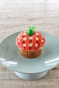 Super Simple Birthday Cake Series: Gingham Apple Cupcake tutorial. www.lovethatparty.com.au