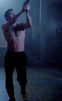 Tyler Hoechlin as Derek Hale Derek Teen Wolf, Teen Wolf Cast, Teen Wolf Stiles, Teen Wolf Boys, Teen Wolf Dylan, Teen Wolf Memes, Tyler Hoechlin, Florian David Fitz, Wolf Tyler