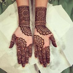 Mehndi is something that every girl want. Arabic mehndi design is another beautiful mehndi design. We will show Arabic Mehndi Designs. Henna Hand Designs, Full Mehndi Designs, Mehndi Designs Finger, Simple Arabic Mehndi Designs, Mehndi Designs For Girls, Mehndi Designs For Beginners, Mehndi Design Photos, Wedding Mehndi Designs, Beautiful Henna Designs