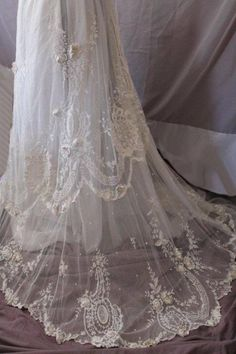 Weddbook is a content discovery engine mostly specialized on wedding concept. You can collect images, videos or articles you discovered  organize them, add your own ideas to your collections and share with other people - Irish Tambour handmade Edwardian lace skirt, circa 1880-1910. F lace #schnüren