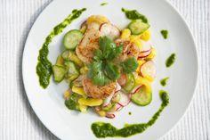 Pétoncles poêlés sur salade de mangue http://www.recettes.qc.ca/recette/petoncles-poeles-sur-salade-de-mangue-1 #recettesduqc #petoncles #mangue