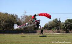 Um acidente inusitado envolveu um Cessna e um paraquedista no sábado. Veja as incríveis fotos capturadas por um fotógrafo que estava no local