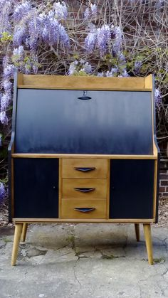 Bureau vintage repeint Fifties Style, Fifties Fashion, Credenza, Cabinet, Storage, Furniture, Home Decor, Vintage Office, Clothes Stand