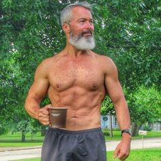 15 Stunning Silver Foxes That Will Awaken Your Inner Thirst - 15 Stunning Silver Foxes That Will Awaken Your Inner Thirst - Silver Foxes Men, Silver Man, Fitness Workouts, Guy Workouts, Hot Rugby Players, Handsome Older Men, Men With Grey Hair, Le Male, Beard Lover