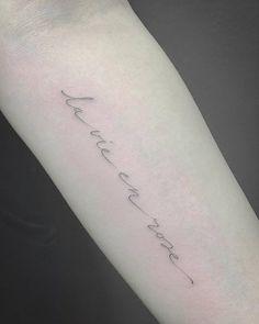 'La vie en rose' tattoo on the left inner forearm.