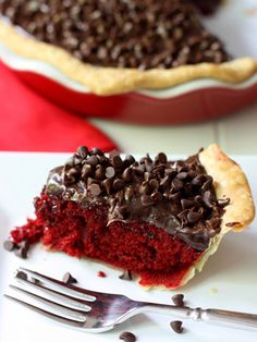 We need to make this for mom for her birthday this year! Red Velvet Fudge Pie #redvelvet #desserts