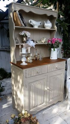 Shabby Chic French Country Welch Dresser. It's been hand painted in Annie Sloan All Over. Before being waxed to bring resulting in a timeless and elegant piece of country furniture. My little chic house. | eBay!