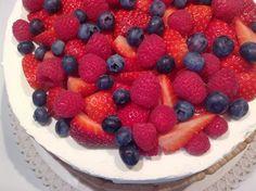 Ovocný narozeninový dort Fruit Salad, Raspberry, Cheesecake, Cupcakes, Food, Pizza, Fruit Salads, Cupcake, Cheese Cakes