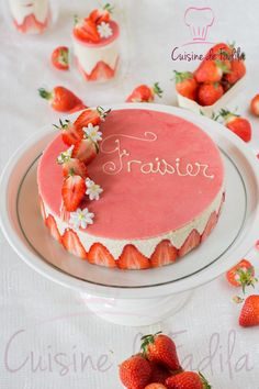 Fraisier Beaux Desserts, Cake Decorating Piping, Mirror Glaze Cake, Cold Cake, Naked Cakes, Dessert Simple, Mousse Cake, Morning Food, Cake Cookies
