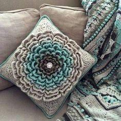 Transcendent Crochet a Solid Granny Square Ideas. Inconceivable Crochet a Solid Granny Square Ideas. Diy Tricot Crochet, Bag Crochet, Crochet Amigurumi, Love Crochet, Crochet Crafts, Yarn Crafts, Crochet Flowers, Crochet Granny, Crotchet