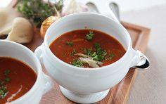 Polévku z hlívy ústřičné ozdobte čerstvou majoránkou nebo petrželkou Food And Drink, Veggies, Menu, Soup, Cooking, Tableware, Ethnic Recipes, Fine Dining, Menu Board Design