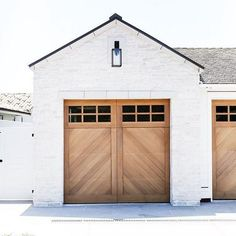 Transform and update the exterior of your home instantly by replacing garage doors with a more modern garage door design. We're showing you garage door styles to consider and what you need to think about when choosing modern garage door designs. Style At Home, Exterior Colors, Exterior Design, Garage Design, Diy Exterior, Exterior Shutters, Exterior Paint, Future House, Wood Garage Doors