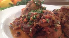 Un plat classique italien, servi avec sa gremolata Osso Bucco Porc, Radios, Marina Orsini, Italian Recipes, Cooking Recipes, Canada, Bacon, French, Tv