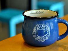 С первой осенней прохладой Vgorode решил согреться чашечкой ароматного глинтвейна и забрел в новую кафешку в здании Бессарабского рынка.
