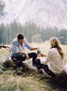 With warm French press coffee and a park map in hand, Alycia and Joe found the perfect spot with the most majestic views of the mountains and towering ponderosa pines that surrounded them. Their casual chic style in comfortable button-up shirts and jeans channeled the perfect rustic vibe; it was the quintessential way to commemorate their marriage in Yosemite National Park in California.