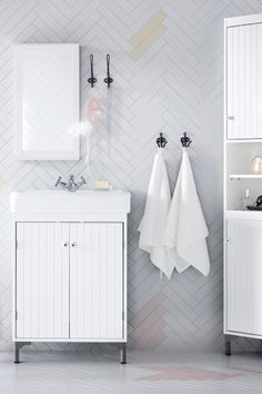 Create a traditional (and affordable!) bathroom with the IKEA SILVERÅN series. From sink cabinets to corner units, you can create space for everything you need, even in a small bathroom.