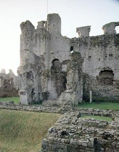 Middleham Castle, Richard III's favorite castle: he spent his childhood years here under the wardship of Richard Neville, the Earl of Warwick. Richard married Warwick's daughter Anne Neville.