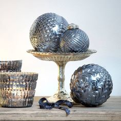 Add the finishing touch to your Christmas tree with these elegant indigo coloured mirrored glass baubles which will catch the light and create a very pretty  effect.Or place several in a decorative bowl to create a stylish Christmas displayThey are available in a choice of two sizes, small and large.