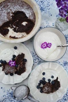 Schoko, Schokoo, Schokooolade! <3 Lasst euch verführen von diesem herrlichen gebackenen Schokopudding… Hach wir schwebten im siebten Schokohimmel, als wir den ersten Bissen davon vernascht…