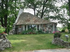 """One of architect Earl Young's famous """"mushroom"""" houses in Charlevoix, Michigan. Stone Cottage Homes, Boulder House, Charlevoix Michigan, Bohemian House, Boho, Mushroom House, Farms Living, Cottage Interiors, Stone Houses"""